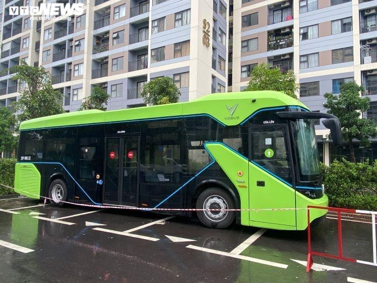 Chiếc xe buýt điện VinFast lần đầu tiên xuất hiện ở TP.HCM - 1
