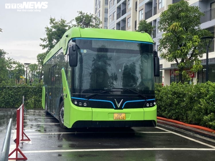 Chiếc xe buýt điện VinFast lần đầu tiên xuất hiện ở TP.HCM - 4
