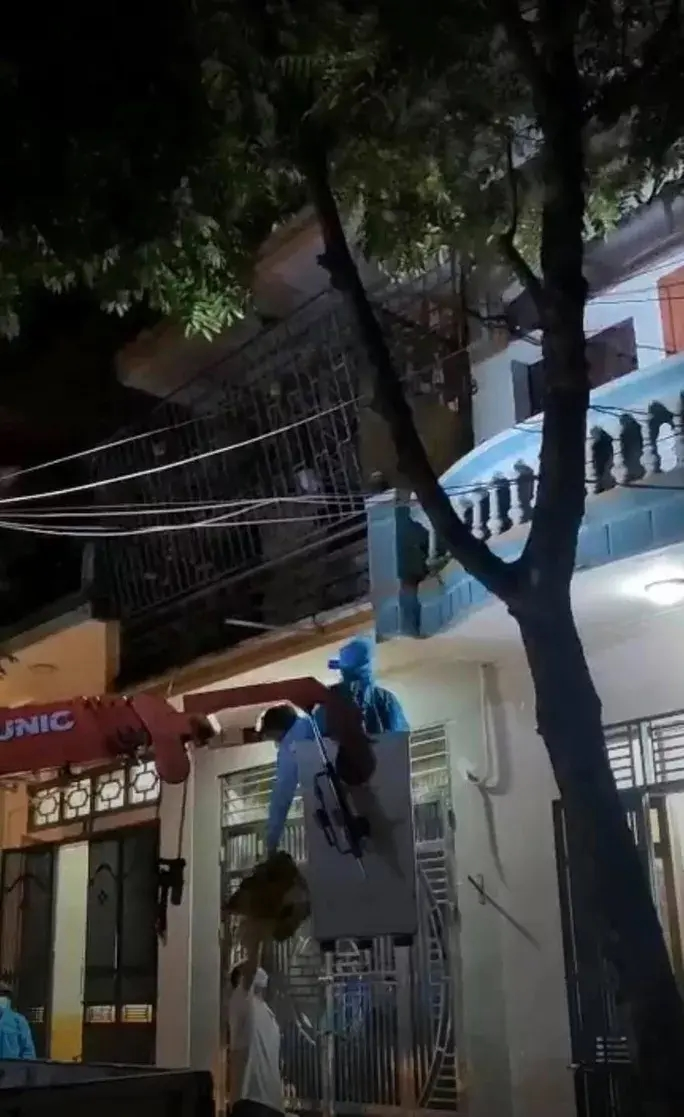 Vì sao người phụ nữ ở Bắc Giang cố thủ nhiều giờ không chịu đi cách ly? - 1