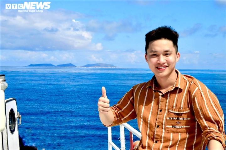 Bác sĩ trẻ cạo trọc đầu, cười rạng rỡ vào tâm dịch Bắc Giang - 1
