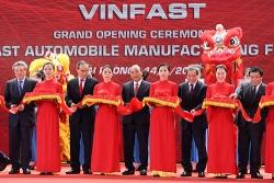 Thủ tướng: 'VinFast là người lớn bên cạnh những người khổng lồ'