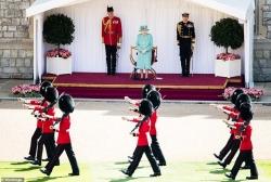Lễ sinh nhật chính thức giản dị của Nữ hoàng Anh Elizabeth II