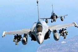 Xe quân sự, chiến cơ Ấn Độ rầm rập tiến về nơi đụng độ với TQ
