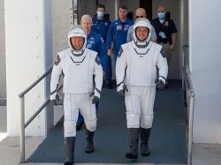 Elon Musk dành 4 năm thiết kế trang phục vũ trụ SpaceX