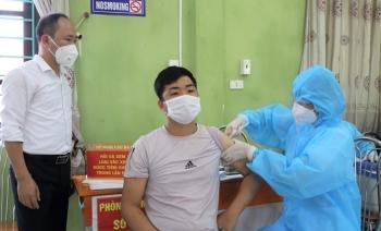 Bắc Giang tiêm vaccine COVID-19 cho 367 thương nhân và lái xe thu mua vải thiều