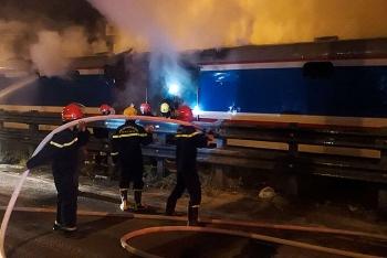 Toa tàu bốc cháy khiến đường sắt Bắc Nam tắc nghẽn