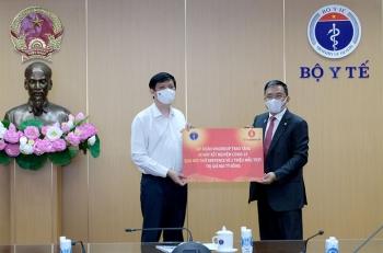 Vingroup tặng Bộ Y tế 30 máy xét nghiệm và 2 triệu mẫu test COVID-19