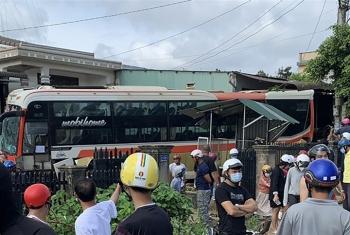 Xe tải tông liên hoàn khiến ít nhất 7 người thương vong ở Đắk Lắk