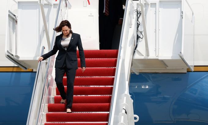 Máy bay chở Phó tổng thống Mỹ gặp sự cố