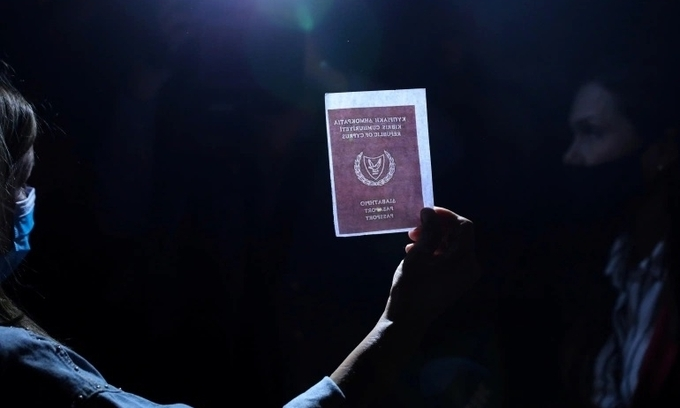 """Hơn nửa số """"hộ chiếu vàng"""" được Cyprus cấp trái phép"""