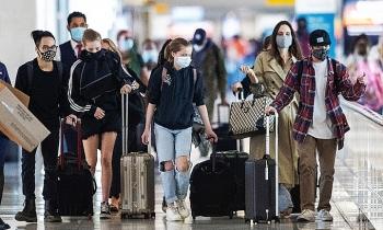 Angelina Jolie du lịch cùng sáu con
