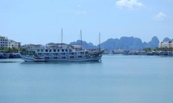 Quảng Ninh mở cửa dịch vụ, du lịch