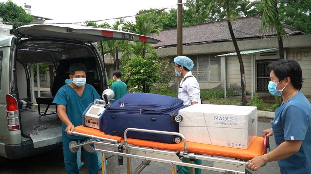 Chuyển bệnh nhân công an cùng máy ECMO sang Chợ Rẫy