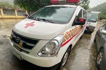 Phát hiện xe cứu thương hú còi ưu tiên chở 12 người ở Bắc Ninh đi Sơn La