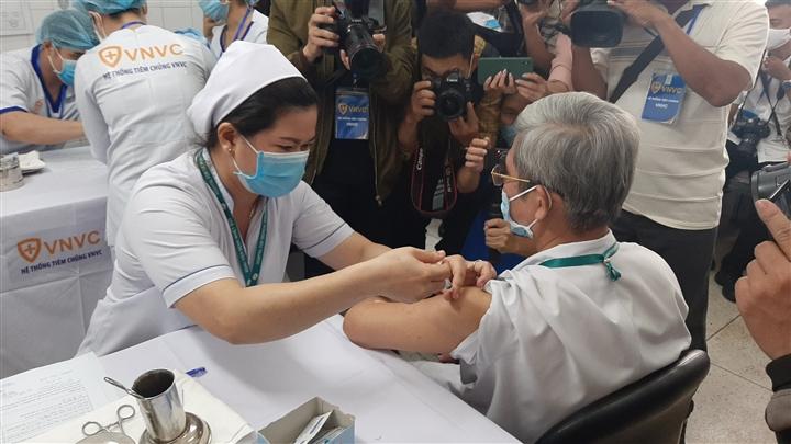 Vì sao 53 nhân viên BV Bệnh Nhiệt đới TP.HCM đã tiêm vaccine vẫn mắc COVID-19?