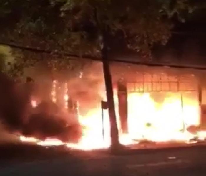 Phòng trà ở TP Vinh cháy dữ dội, ít nhất 6 người thiệt mạng - 3