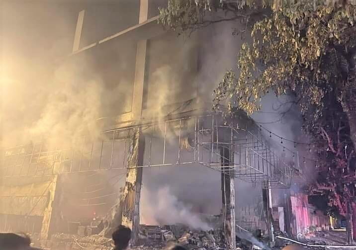 Phòng trà ở TP Vinh cháy dữ dội, ít nhất 6 người thiệt mạng - 6