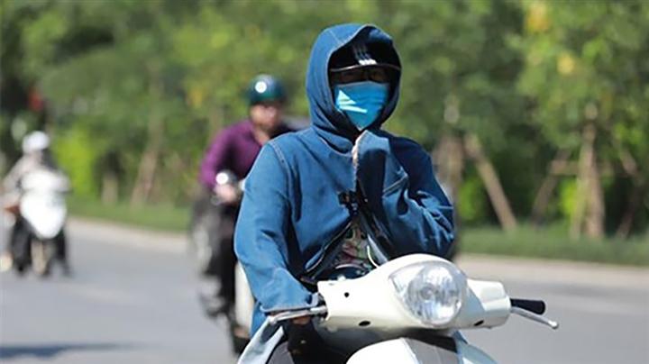 Nắng nóng gay gắt quay trở lại Bắc Bộ, có nơi trên 38 độ C