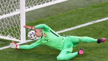 Phản lưới nhà, thủ môn số 1 Juventus sở hữu kỷ lục buồn ở EURO