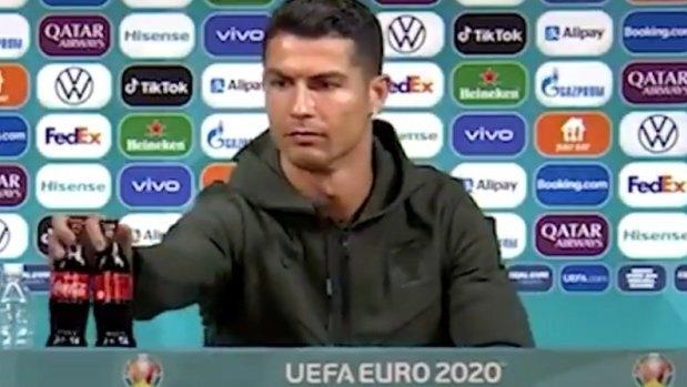 Ronaldo khiến Coca-Cola mất 4 tỷ USD giá trị