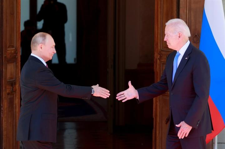 Thượng đỉnh Mỹ - Nga: Ông Biden đến muộn và cái gật đầu gây tranh cãi - 1