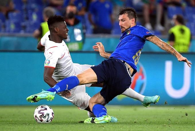 Italy vào vòng 1/8 sớm một trận   VnExpress