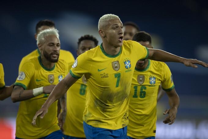 Brazil phô diễn sức tấn công huỷ diệt