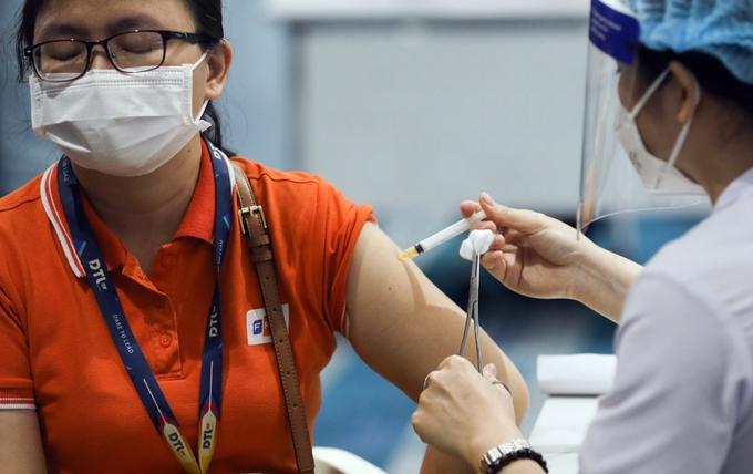 TP HCM thay đổi chiến thuật dập dịch: Vaccine + 5K + Công nghệ