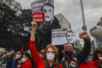 Hơn nửa triệu người chết do COVID-19, người dân Brazil biểu tình dữ dội