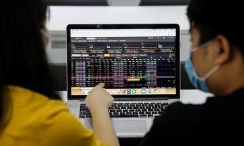 VN-Index chạm đỉnh mới