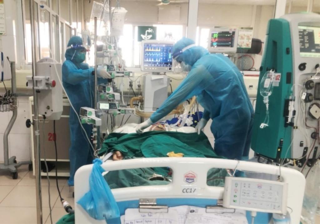 Nữ công nhân mắc COVID-19 thoát chết sau 6 lần lọc máu, tổn thương phổi nặng