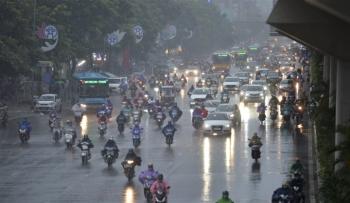 Hà Nội đón mưa