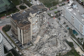 Sập tòa nhà ven biển Mỹ, 99 người mất tích
