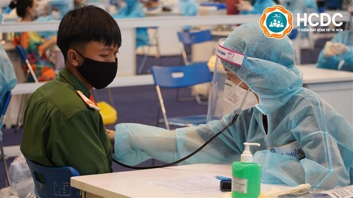 Hơn 1.000 người ở TP.HCM gặp phản ứng phụ sau tiêm vaccine COVID-19 - 2