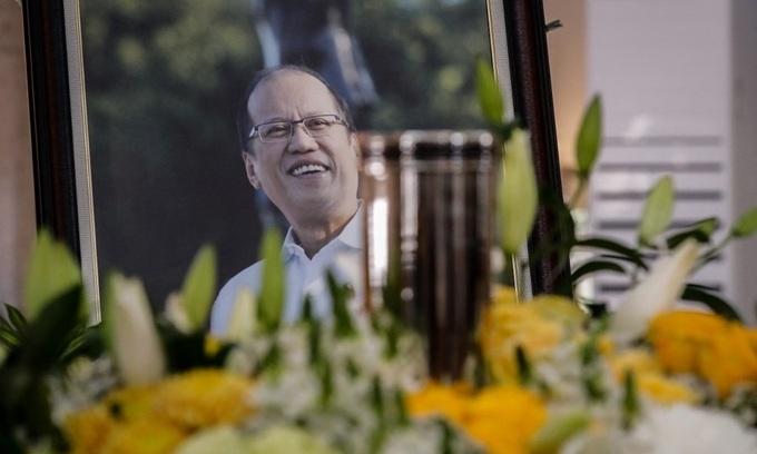 Cựu tổng thống Philippines Aquino được an táng cạnh cha mẹ