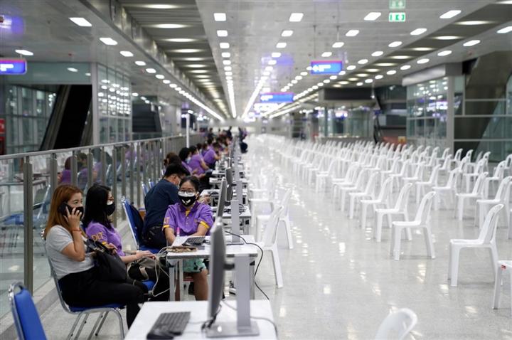 Đối mặt đợt dịch COVID-19 tồi tệ nhất, Thái Lan áp dụng biện pháp hạn chế mới