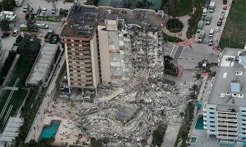 Trông chờ phép màu trong vụ sập chung cư 12 tầng