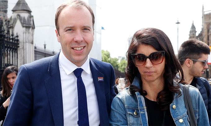 Bộ trưởng Anh lộ bê bối vì camera giấu kín