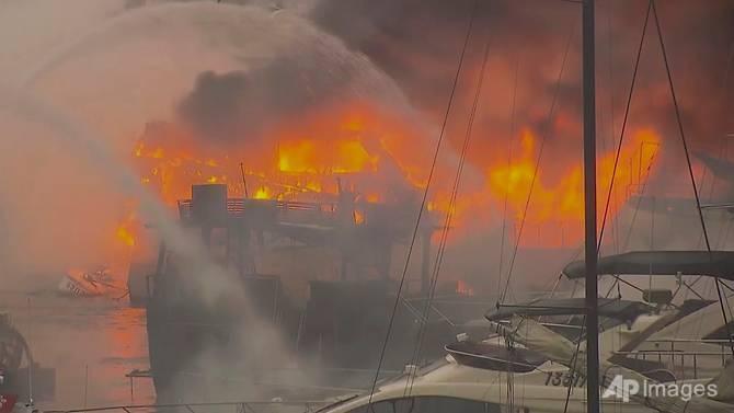 Cháy lớn thiêu rụi 16 thuyền ở Hong Kong