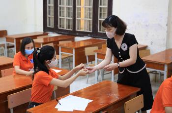 Học sinh trúng tuyển lớp 10 ở Hà Nội làm thủ tục nhập học thế nào?