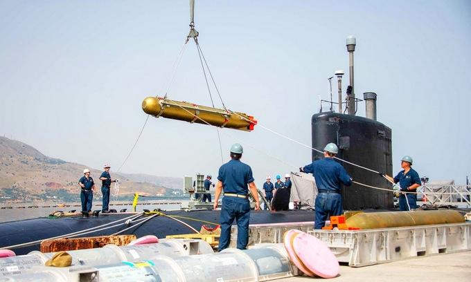 """Tàu ngầm Mỹ có loạt động thái lạ nghi """"dằn mặt"""" Nga"""