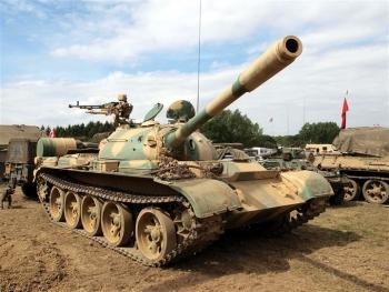 Hàng Trung Quốc lăn bánh khắp các châu lục, vị thế xe tăng Nga - Mỹ bị đe dọa