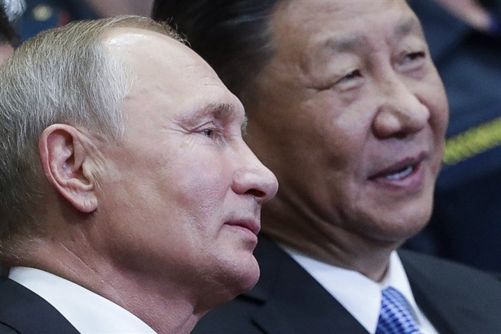 Hai lãnh đạo Putin - Tập Cận Bình bắt tay gửi thông điệp tới Tổng thống Biden  - 1
