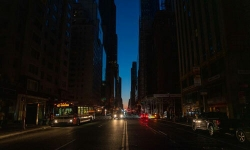 Thành phố đông dân nhất nước Mỹ tê liệt vì mất điện nhiều giờ