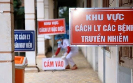 viet nam con cach ly hon 12900 nguoi de phong dich covid 19
