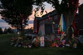 Sự thật đằng sau những ngôi mộ tập thể chôn cả trăm người ở Canada