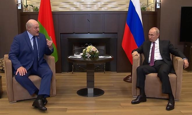 """Tổng thống Putin hứa sát cánh """"đồng minh"""" Belarus"""