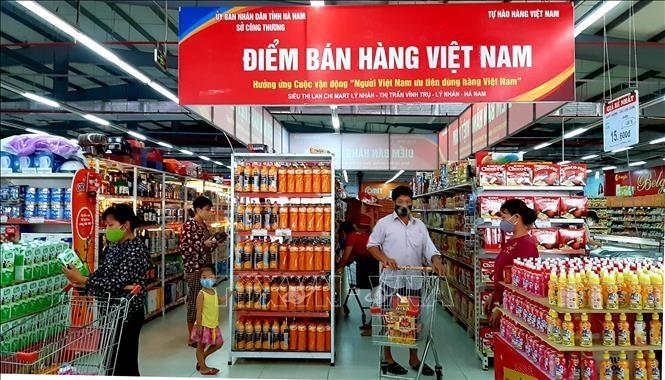 Doanh thu bán lẻ sụt giảm, hàng Việt vượt bão COVID-19 cách nào? - 1