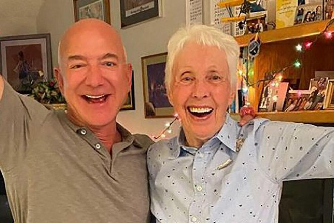 Tỷ phú Jeff Bezos chọn nữ phi công 82 tuổi cùng du hành vũ trụ ảnh 1