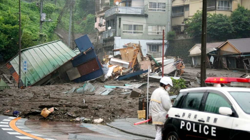 Lở đất khủng khiếp tại Nhật Bản: 19 người mất tích, nhiều nhà cửa bị chôn vùi
